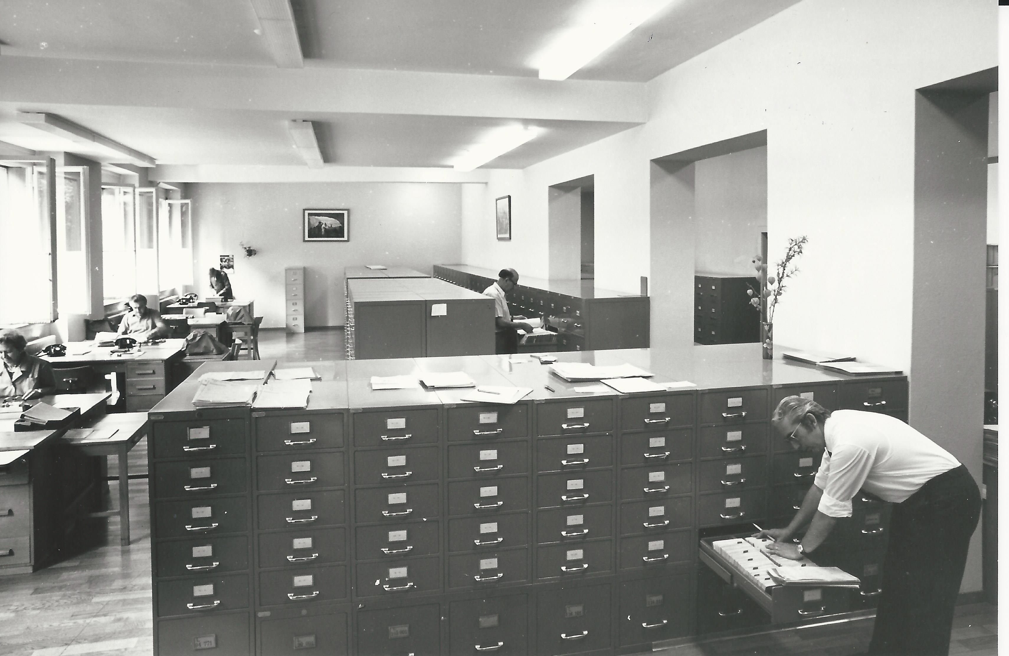 Registration service at the Federal Tax Administration, Bern, 1974